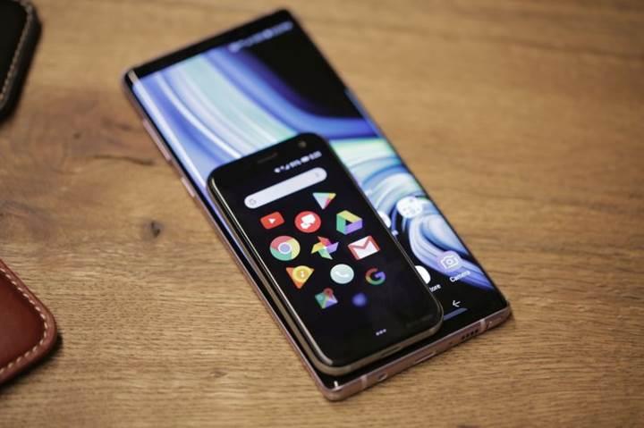 Palm-kredi-karti-buyuklugunde-bir-Android-telefon-duyurdu104239_2
